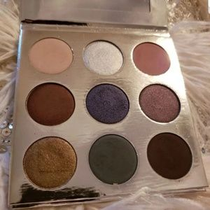 Kylie jenner holiday eyeshadow palette